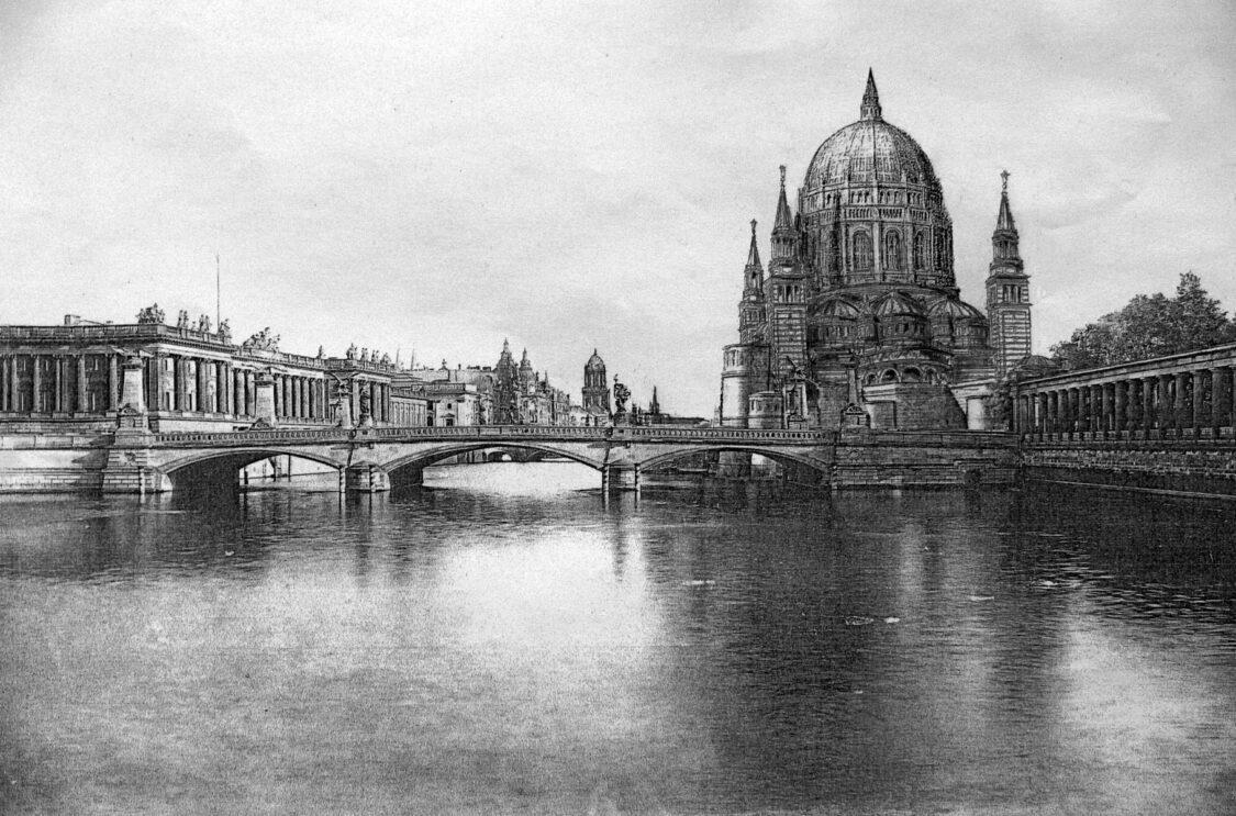 Berliner Dom nach Kolschers großem Entwurf mit Stülers Kuppel. Im Vordergrund die Friedrichsbrücke