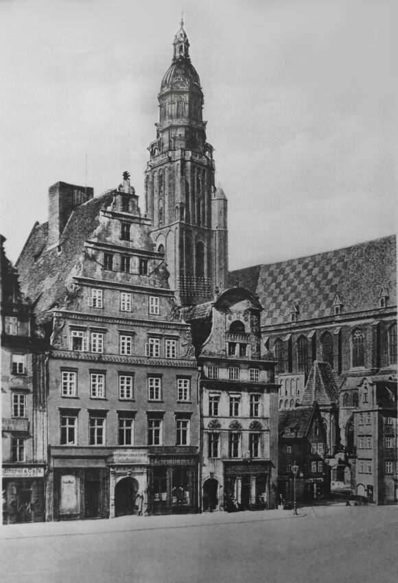 Breslau Elisabethkirche mit barockem Turmhelm, der sich eng an den ausgeführten Bau anlehnt, und geschlossen ist.