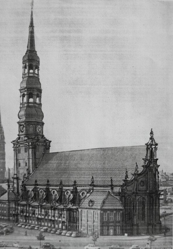 Hamburg St. Katharinenkirche mit neubarocker Fassade und Strebestützen als Voluten