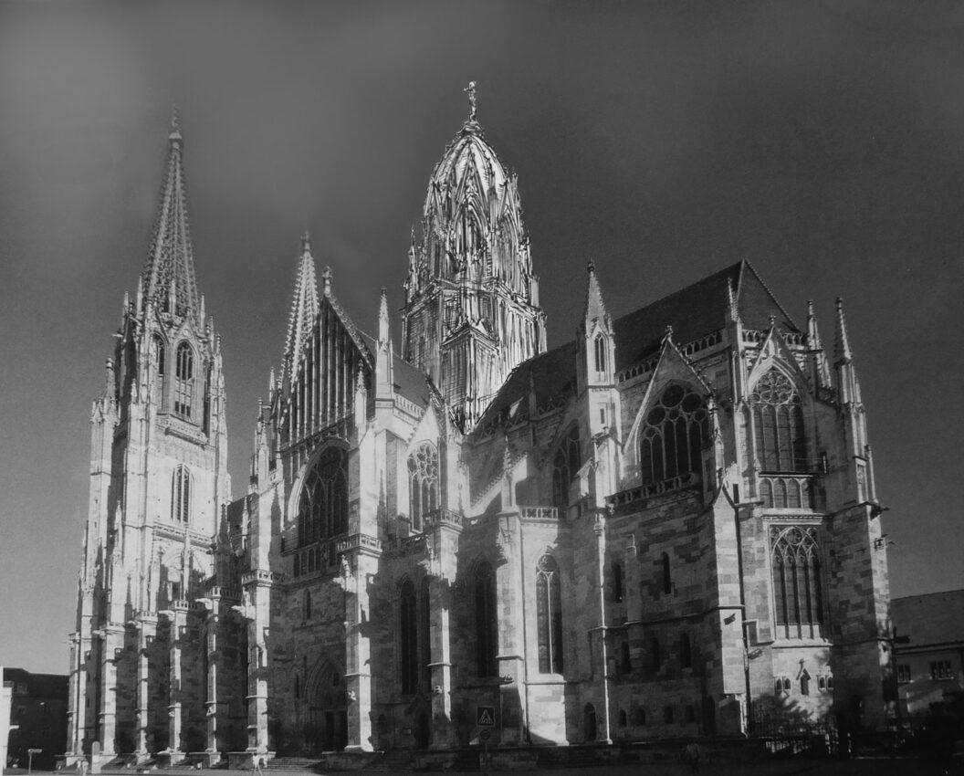 Regensburg. Dom Nahansicht vom Kapellenplatz.