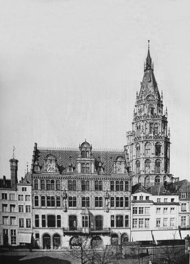 Köln Rathausumbau mit erhöhtem Turm. Blick vom Alten Markt