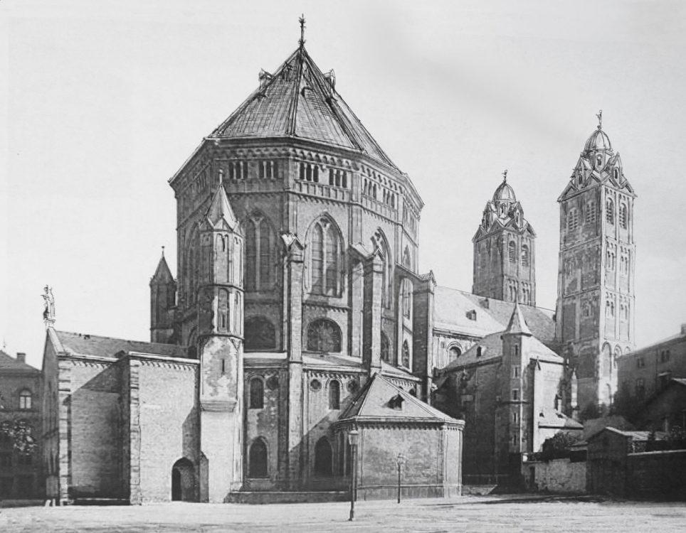 Köln Veränderung der Dachpartien der Kirche St. Gereon. Die Türme erhalten neue Kuppelabschlüsse und das Dach des Dekagons wird leicht aufgesteilt. > Matthias Walther > Architekturcollage