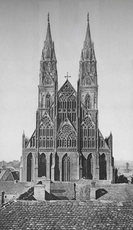 Prenzlau, Sankt Marienkirche. Ansicht von Osten mit dem Schaugiebel