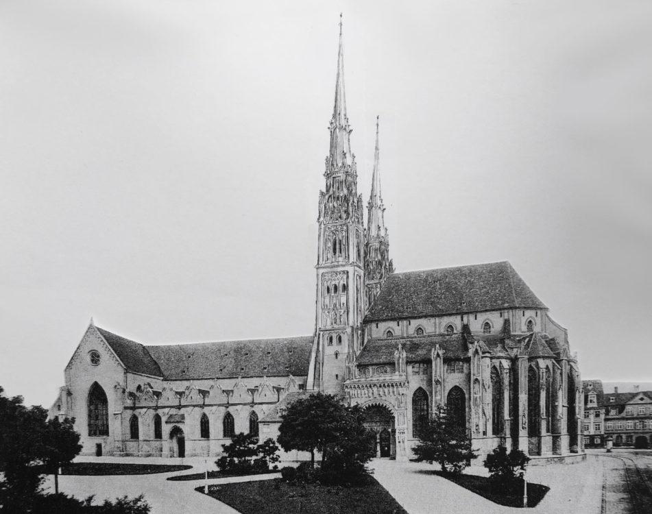 Dem Dombau wurden zwei neue Turmabschlüsse aufgebaut, die wesentlich höhere Spitzen besitzen und mit spätgotischem Dekor versehen sind. > Matthias Walther > Architekturcollage