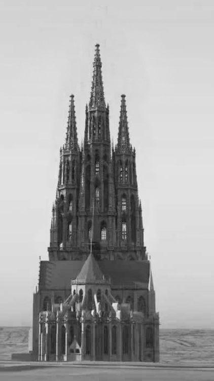 Löwen. Dreiturmfassade mit hohem Mittelturm, gesehen perspektivisch von Osten.