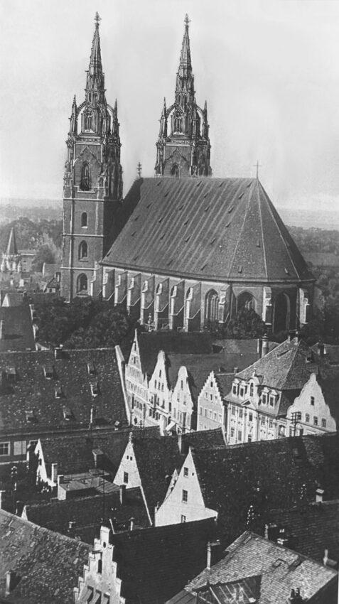 Ingolstadt Vollendete Doppelturmfassade